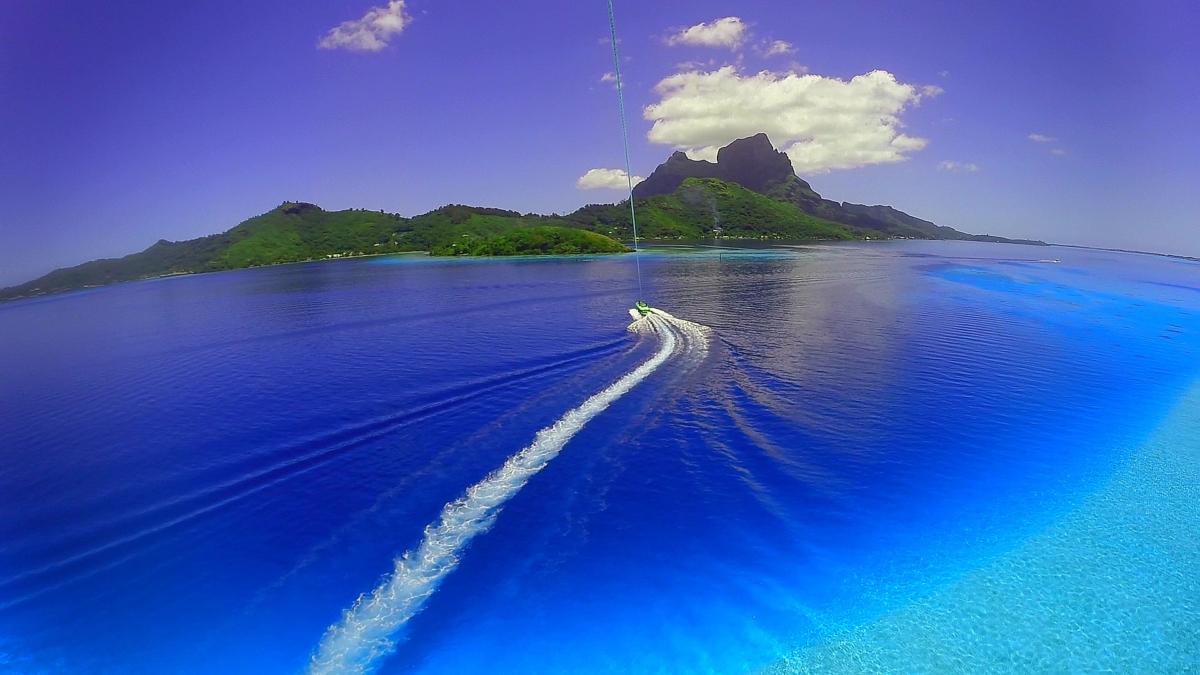 Bora Bora Parasailing